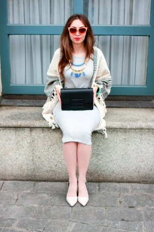 moda-style-telling-That-Brand-You-Should-Be-Making-a-Statement-With-featured-image-midi-dress-bag-cardigan
