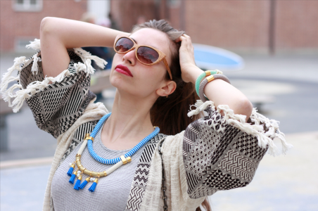 moda-style-telling-That-Brand-You-Should-Be-Making-a-Statement-With-featured-image-necklace-finge-iris